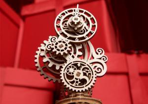 Ceas Steampunk -- corp delicat
