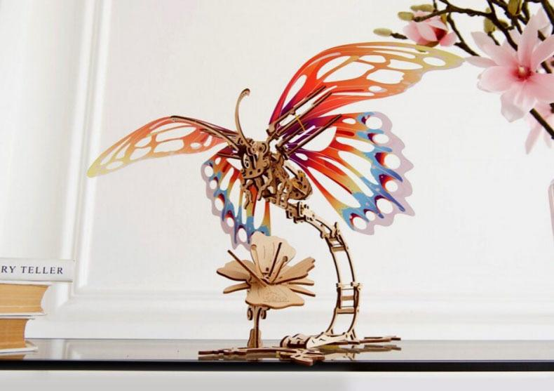 Fluture mecanic -- fantezie a naturii image