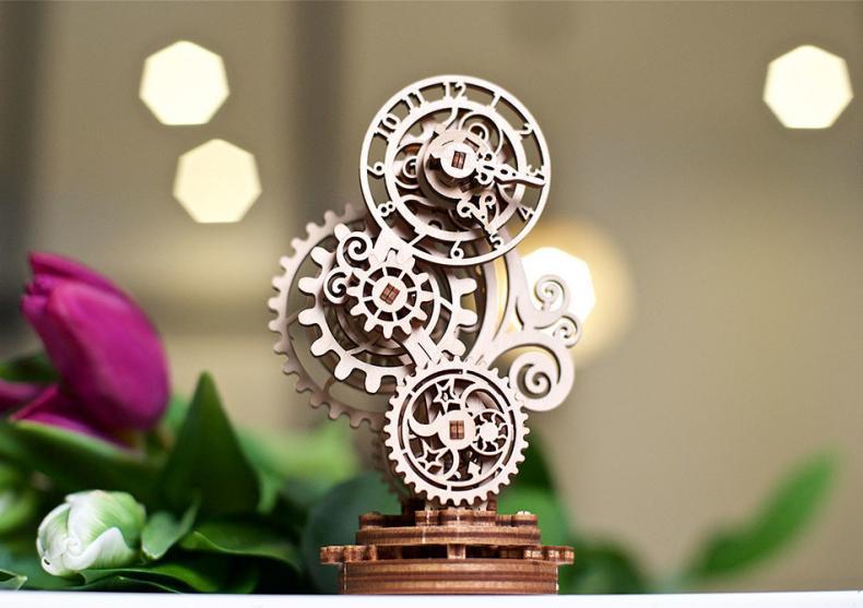 Ceas Steampunk -- corp delicat image