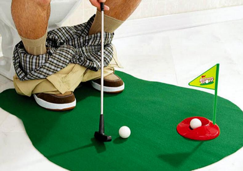 """Golf de pe """"Tron"""" -- altfel de activitate pe WC image"""