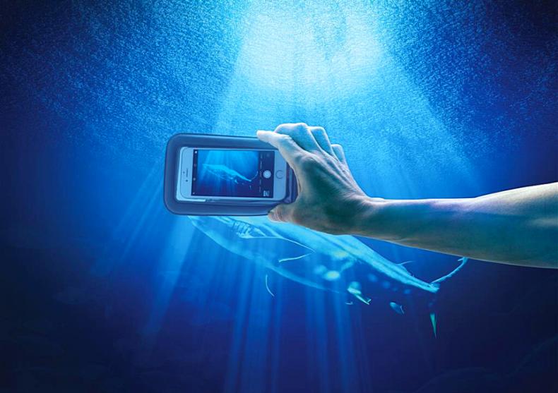 Husa telefon subacvatica -- ploaie, ocean, lacrimi? Ma bag.  image