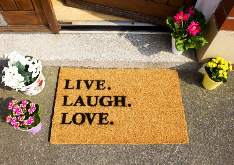 Covoras Live, Laugh, Love -- basicul pentru good life image