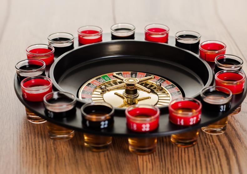 Ruleta cu shoturi -- Lasa ruleta ruseasca si hai la petrecere! image