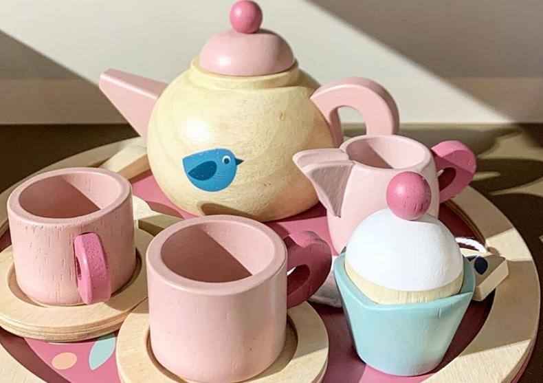 Set pentru servit ceai -- ceainic, cani, tava image