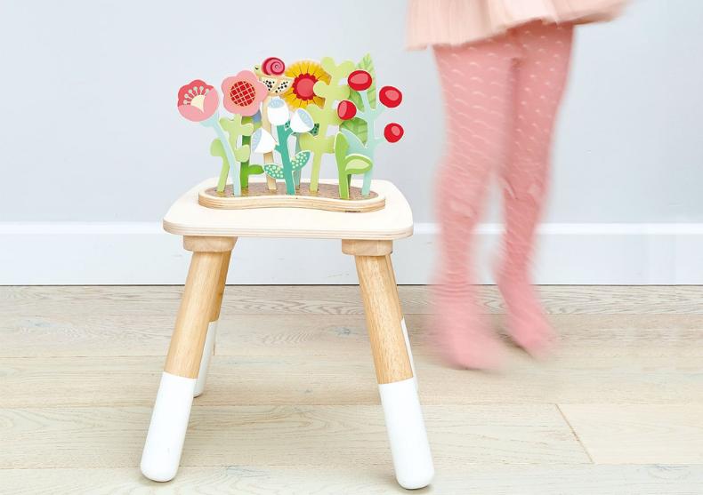 Strat de flori -- pat floral image