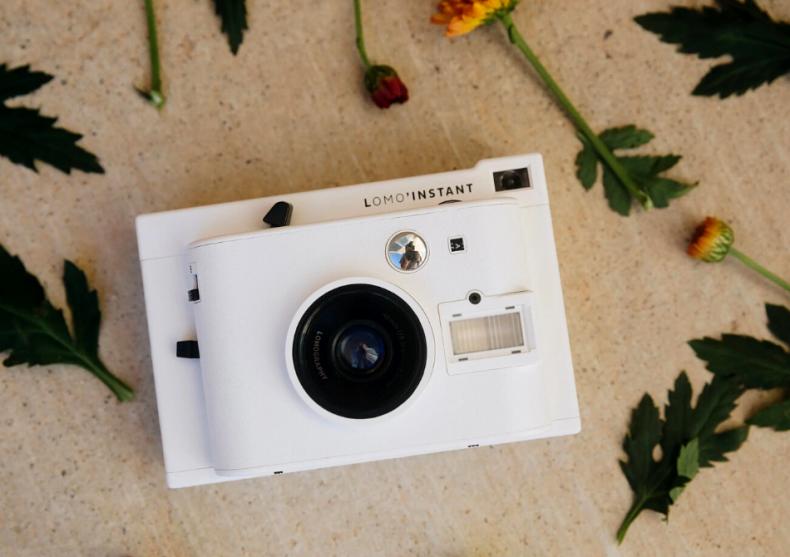 Lomo'Instant White -- Pentru fotograful din tine image