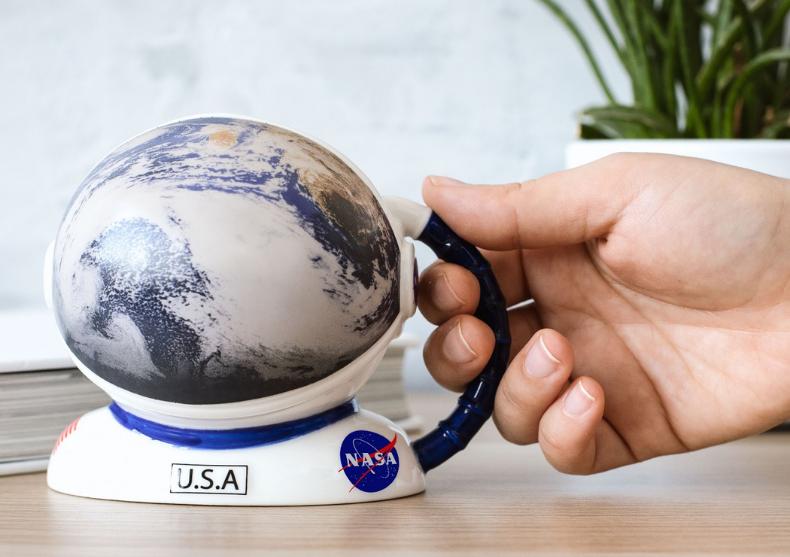 Cana casca astronaut NASA -- Up, up and away image