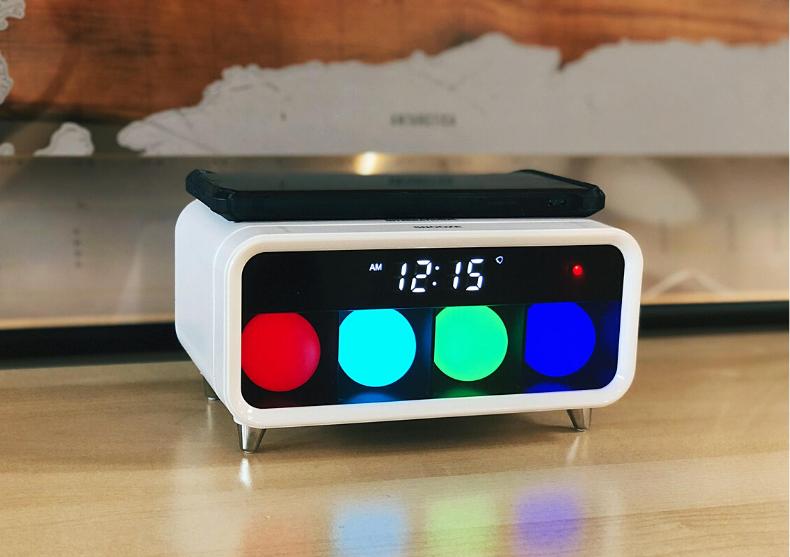 Ceasul desteptator Whitey -- incarcare wireless image