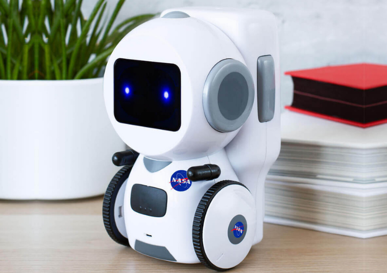 Robot interactiv NASA -- cat se poate de real image