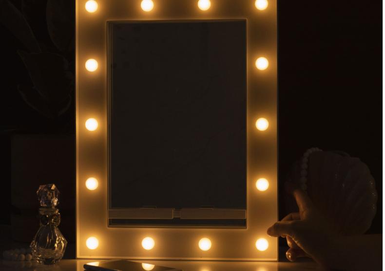 Oglinda Hollywood Selfie -- fa poze extraordinare image