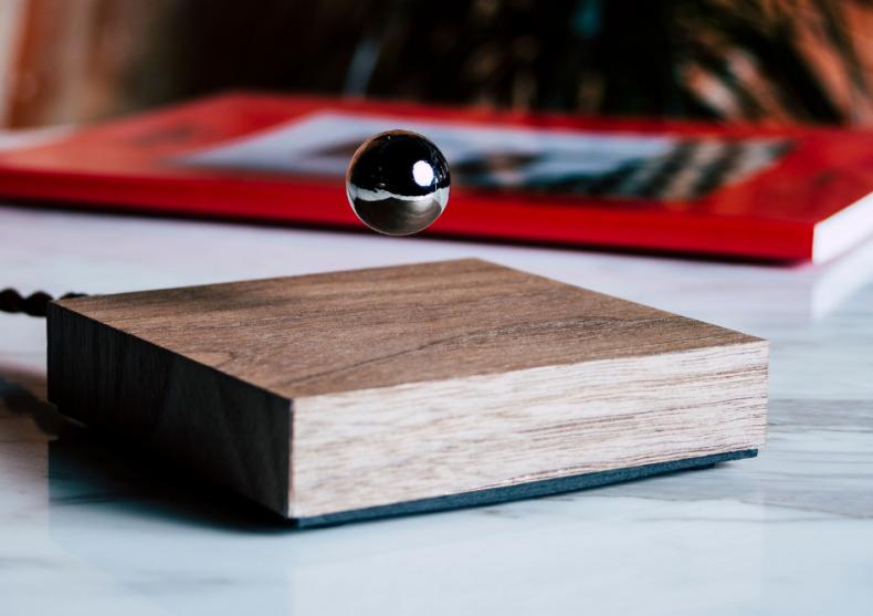 FLYTE Buda Ball - lemn de nuc si sfera cromata image
