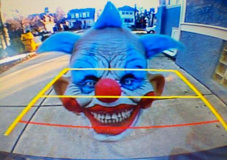 Farsa camera Scary Clown -- aplica pe camera image