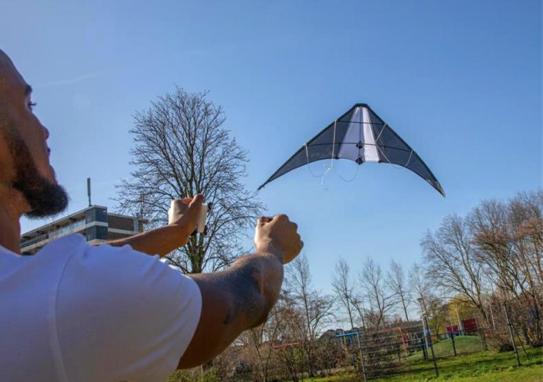 Delta kite -- up,up spre cer image