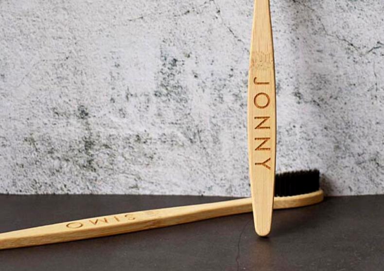 Periuta bambus cu personalizare -- un cadou potrivit image