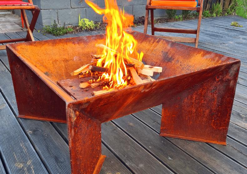 Vatra de foc Nena & Hala -- focul royal image